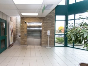 190 Cundles Road East, Barrie - Main Elevator